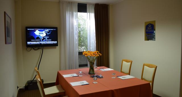 landi room suitable for small meetings of fewer people, ideal for job interviews.