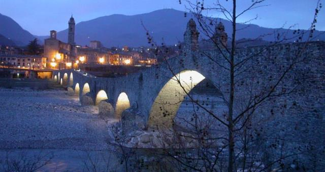 Bobbio ponte gobbo, the Abbey of San Colombano and historical beauties that are located at bobbio, a 40-minute drive from the Best Western Hotel Parjk PIacenza