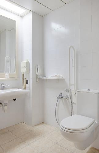 Baños Adaptados Para Personas Con Discapacidad:cuarto de baño adaptado para personas con discapacidad, personas con